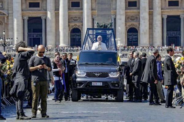 уаз папа римский фото